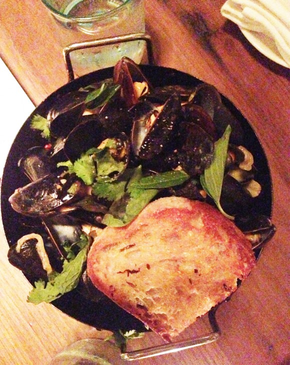 The-Optimist-green-curry-mussels