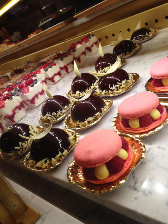 Epcot_France_Pastries