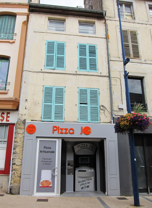 Paris-Verdun-Pizza-Vending-Machine